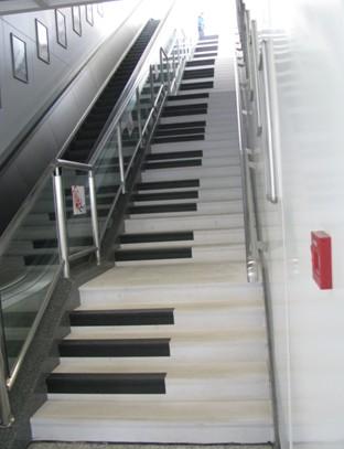 幼儿园楼梯墙面音符键盘设计